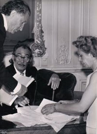 Dali signs for Pierre and Geneviéve Argillet